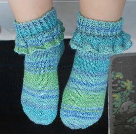 Hei, tänä kesänä päätin neuloa sukat; ei mitään paksua lankaa eikä ainakaan kirjoneuletta. Olen muutenkin vannoutunut ohuen sukkalangan kä...