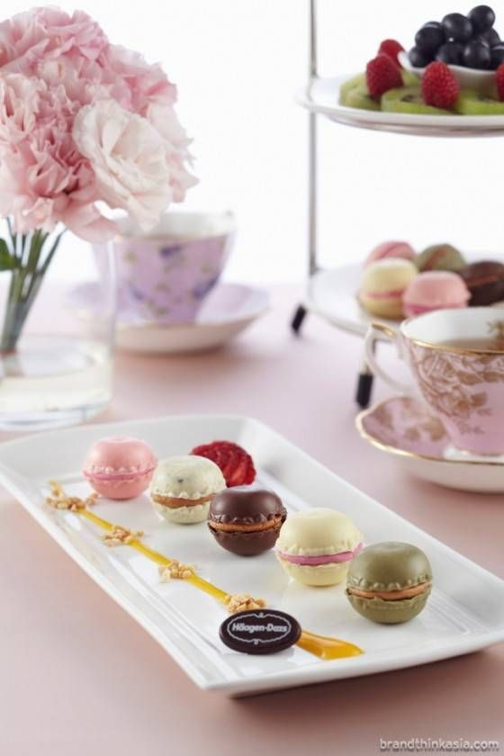 Haagen-Dazs Ice-cream Macaroons Mélange! perfect for guests while they wait for the bride and groom ...