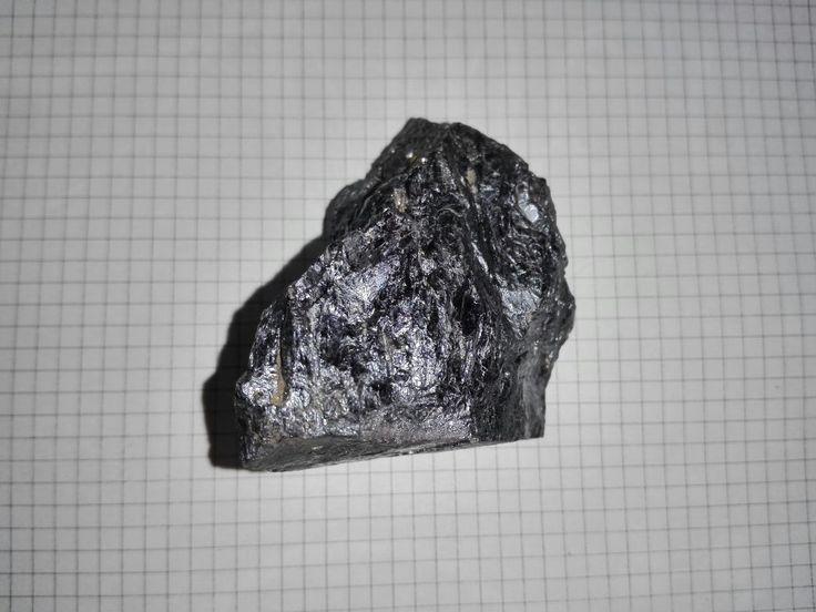 La galena es un mineral del grupo de los sulfuros. Forma cristales cúbicos, octaédricos y cubo-octaédricos. Su dureza Mohs de 2,5 a 3.[1] La disposición de los iones en el cristal es la misma que en el cloruro de sodio (NaCl), la sal marina. Su fórmula química es PbS.