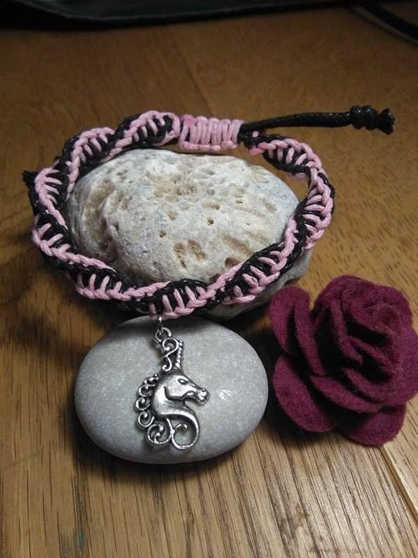 Unicorn+Spirálovitý+růžovočerný+náramek+s+jednorožcem+stříbrné+barvy.+NAstavitelná+velikost+unicorn+shamballa+macrame+DNA+pink+black