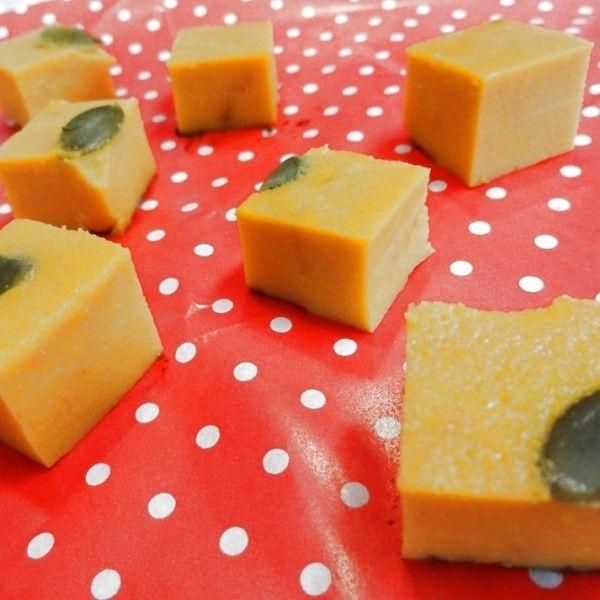 水切りヨーグルトでヘルシー♡かぼちゃのキューブケーキ|暮らしニスタ