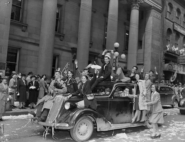 Mlitary personnel and civilians celebrating V-E Day on Sparks Street, Ottawa - Ontario, May 8, 1945.