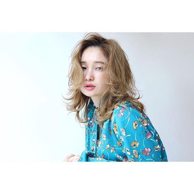 明日はハロウィン🎃 ・ オブヘアでは仮装で営業しています👻 ・ 今年は何の仮装するかはまた載せます🙋♂️ ・ お楽しみに🤠 ・ 🙋♂️学割あります🙆♂️ ・ Java‼︎ ・ ・ --------------------------------------------- hair...yudai koshino --------------------------------------------- ⬇︎⬇︎⬇︎⬇︎⬇︎ご予約はこちらから⬇︎⬇︎⬇︎⬇︎⬇︎ ☆ホットペッパー🔜プロフィール欄にURLあります! ☆LINE ID🔜youk0419 ☆InstagramDM --------------------------------------------- #洗足#川崎#マユール宮崎台#田園都市線#たまプラーザ#前髪#相互フォロー#波ウェーブ#ヘアアレンジ#おしゃれさんと繋がりたい#いいね返し#かわいい#マユール宮崎台#イルミナカラー#ヘアカタログ#ミディ #ootd#goodmorning#followalways#フォローバック…