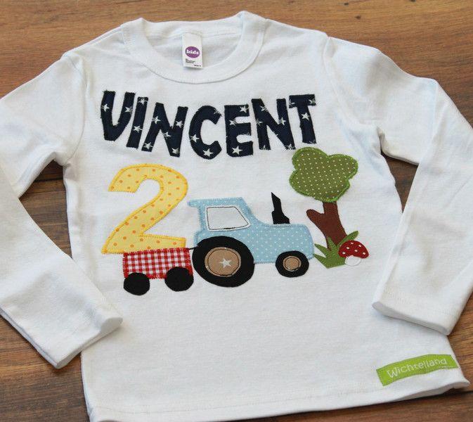 Tok Tok Tok Tok....  Dieses aufwendig gestaltete Langarmshirt  mit einem Traktor, Anhänger voll Stroh, einem Baum, Wolken...ist nicht nur süss, sondern auch ein tolles Unikat und für kleine...