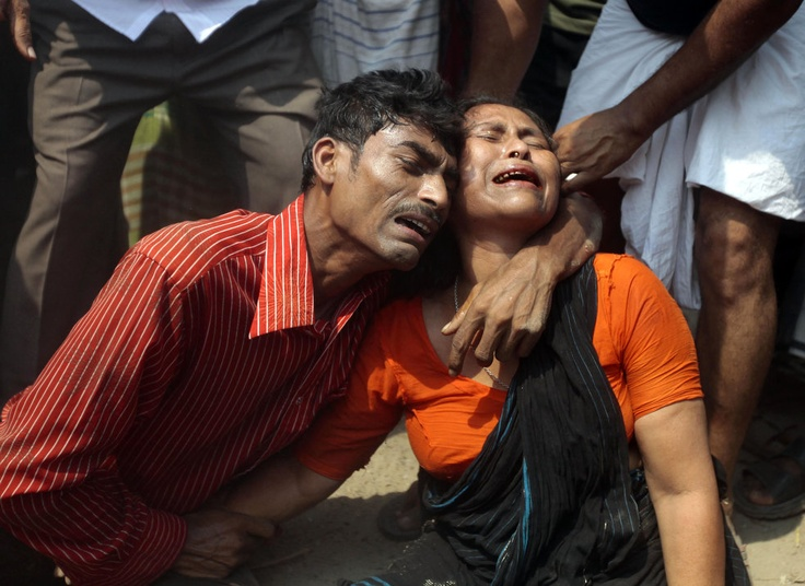 Horror in Bangladesh | Relatives mourn a victim at the site after an eight-story building housing several garment factories collapsed in Savar, near Dhaka, Bangladesh, Wednesday, April 24, 2013. | Photo: AP / A.M. Ahad