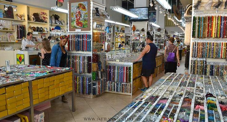 Bead shopping in New York City can be rather expensive, but how could I possibly miss this opportunity? Going out to visit bead shops in Manhattan gives me the chance to get to know what components New Yorkers like to create with, when they are in a jewelry-making mood.