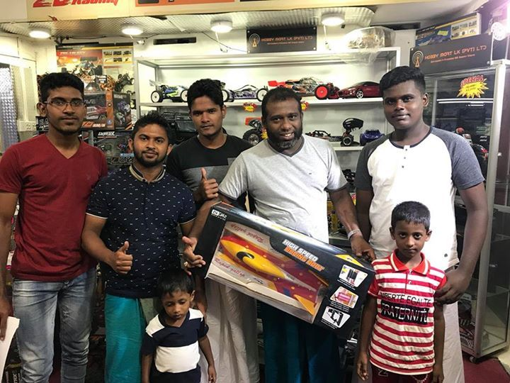 Mr Nazeer and family with the speed boat they just bought. Brushelss double hull boat ,runs at 75kmh , equipped with 3600mah 11.1v 35c high performance battery. Congrats sir! #gadgets #gadget #mobilegadget #mobile #electronics #digital #onlinestore #shopping @onlineshop