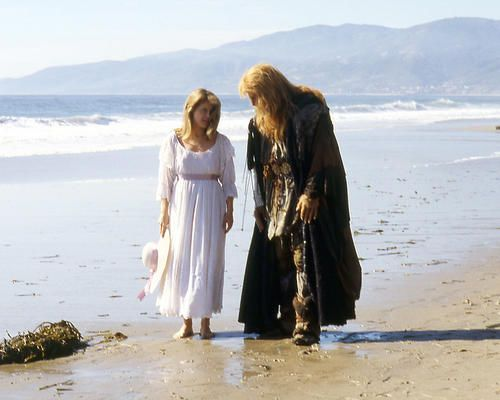 Ron-Perlman-Linda-Hamilton-walk-on-beach-Beauty-and-the-Beast-11x14-Photo
