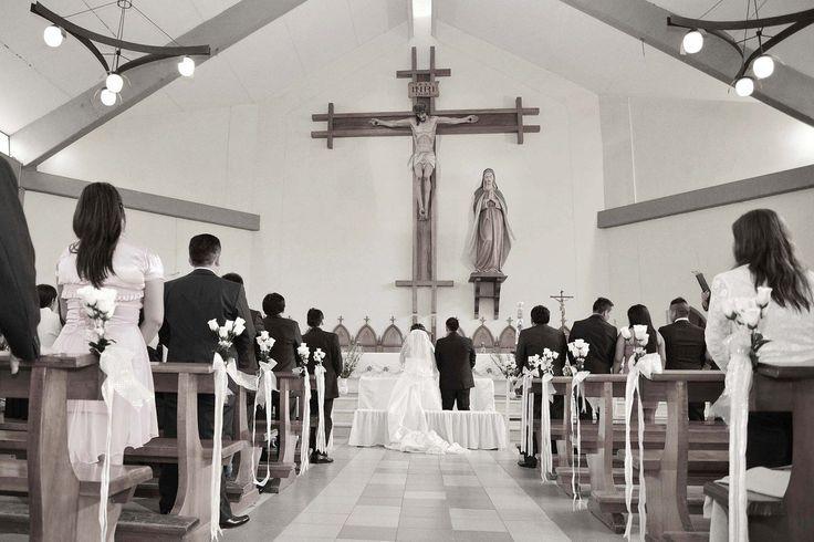 Cennik w kościele? To barbarzyństwo! - Nie da się zaprzeczyć, że organizacja ślubu oraz wesela wiąże się z nie lada wydatkami. Wśród kosztów należy uwzględnić również wydatki związane z ślubem kościelnym. Dokładnie chodzi tutaj o opłatę pobieraną przez kapłana. Okazuje się, że w większości parafii funkcjonuje pewnego rodzaju nieformal... - http://www.letswedding.pl/cennik-kosciele-barbarzynstwo/