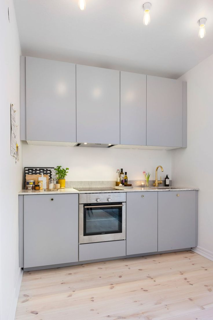 Ikea Veddige grå, mässingsblandare från Tapwell och cararramarmor    Råstensgatan 11, Sundbyberg, Stockholm