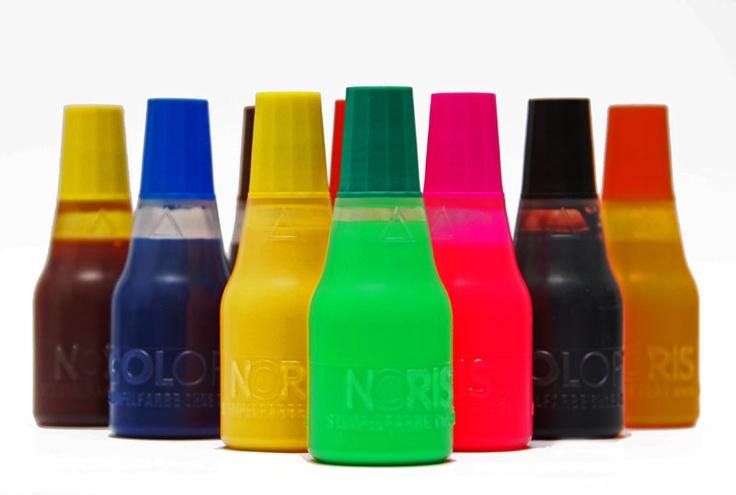 Max ma największą dostępną na rynku paletę kolorów tuszów do pieczątek - 25 kolorów.  Istnieje możliwość zamówienia dowolnego koloru Pantone