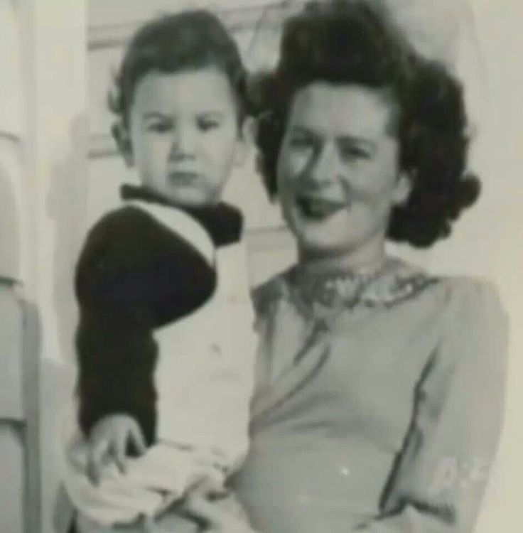 Baby Jerry and his mom <3 just look at that sweet little face. Wonder if he knew what a long strange trip it was gonna be?