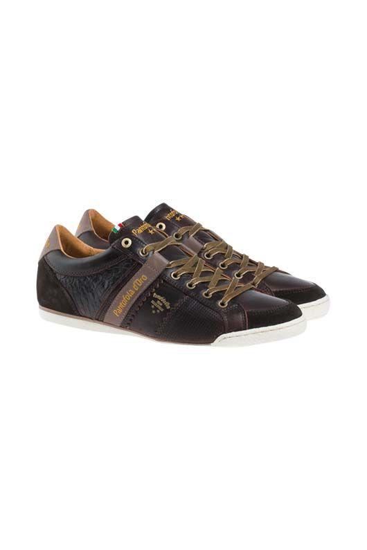 Für unvergleichlichen Komfort an Ihren Füßen sorgen diese Ledersneaker aus dem Hause Pantofola d'Oro, die mit Prägung und Perforierungen an den Seiten für frischen Wind in Ihrem Schuhregal sorgen. von PANTOFOLA D'ORObei OUTLETCITY.COM bestellen.