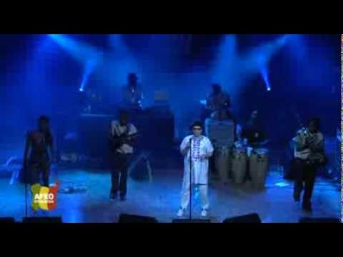 ▶ Salif Keïta @ Afro-Pfingsten Festival 2013 - YouTube