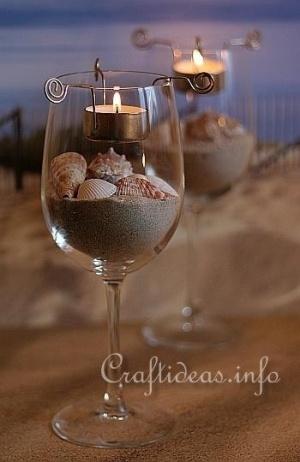 vela y portavela de alambre en copa con arena y caracoles