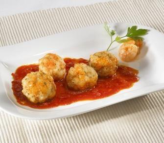 Albóndigas de Merluza y Gambas con Salsa de Tomate