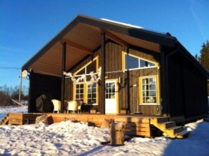 En stuga längst uppe på ett berg, omgiven av natur och en fantastisk utsikt. Njut av Sveriges Jämtland, spendera din semester här!
