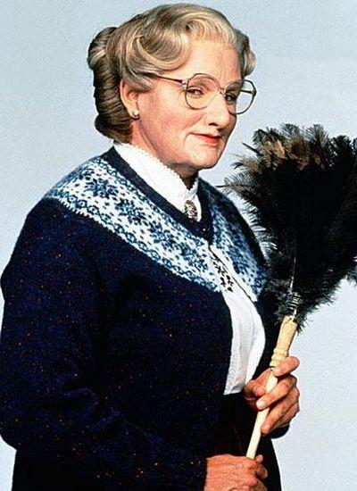 """""""Si encuentro al misógino que inventó los tacones lo mato"""". Robin Williams (Sra. Doubfire). https://www.facebook.com/Pantallafilms"""