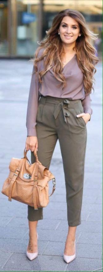 50+ Comfy Blouse And Pants Work Outfits Ideas 9