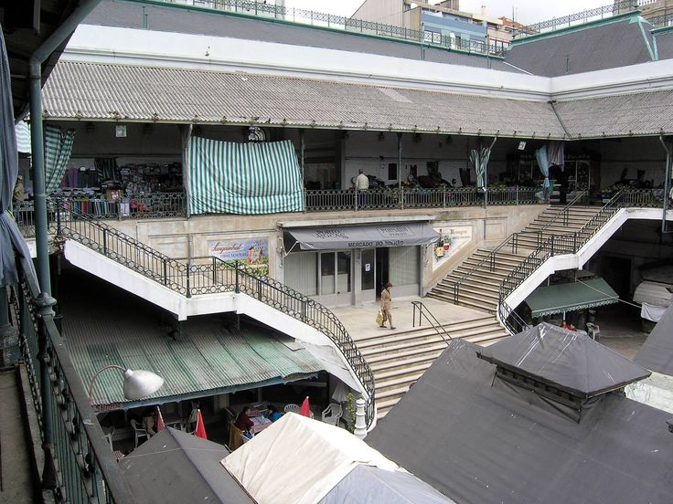 11.  2008.02 - aspecto parcial das escadarias de acesso entre os dois pisos