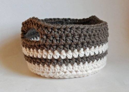 Crochet Basket... Would be really cute as a solid...