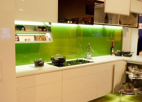Küchenrückwand aus glas unterbauleuchten grün creme