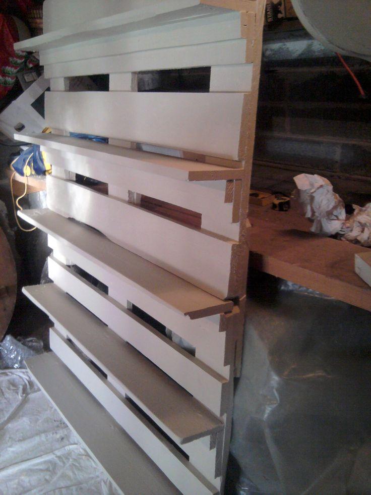 Pallet Bookshelf  I Like The Pipe Bookshelves Better, But This Is A Good  Option · EuropaletteRohrregalPalettenregalePaletten IdeenPalettenprojekte Recycelte ...