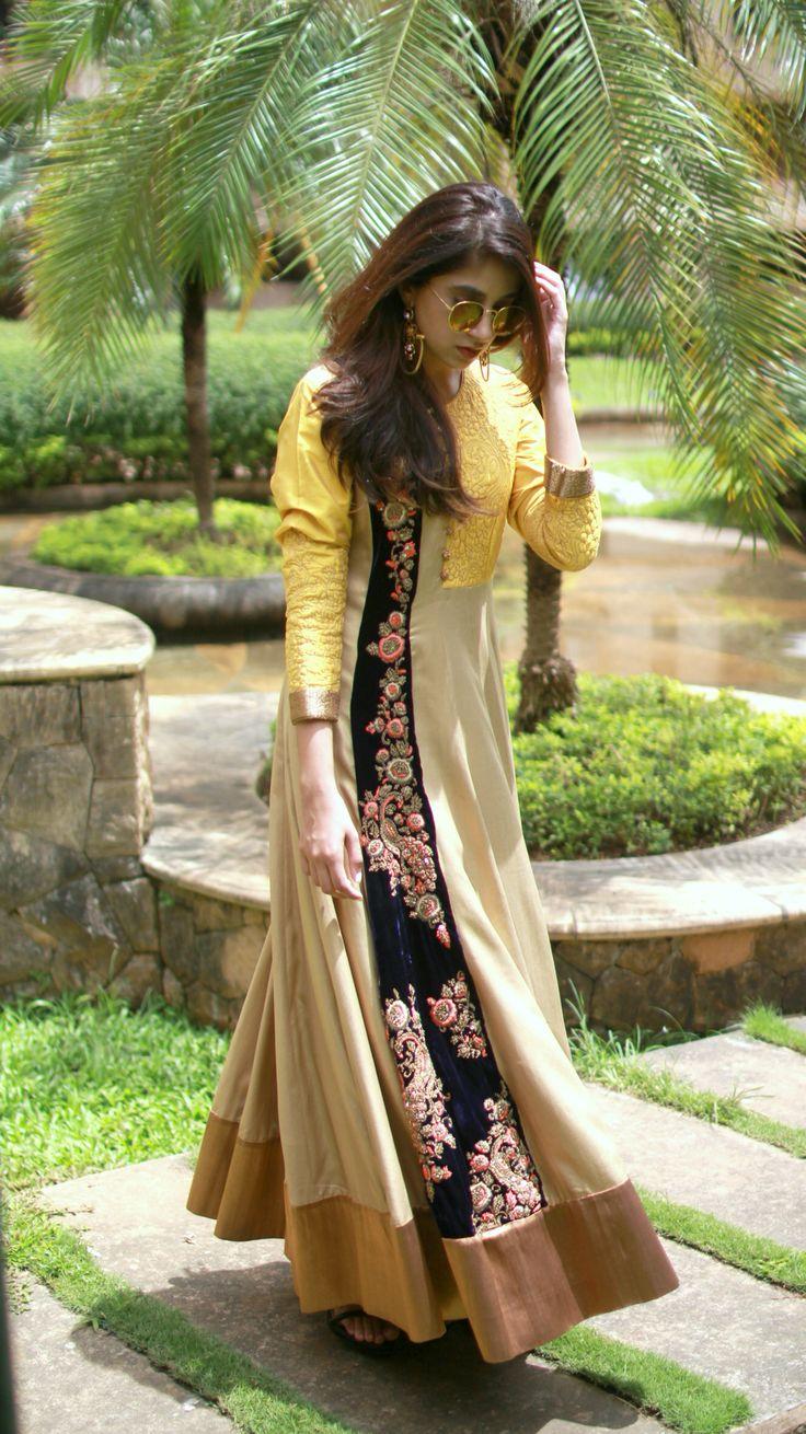#blogger#ashnashroff#indiangown#palanquinebysandhyashah