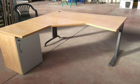 #Scrivania #angolare #operativa per #ufficio completa di mobiletto usata € 80,00 + iva.