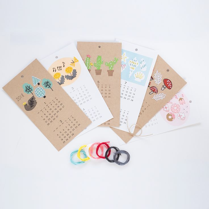 2018年のカレンダーを紙刺繍で完成させるキットです。1月/2月 北欧のとりと森3月/4月 たんぽぽと音符♪5月/6月 花の咲いたサボテン7月/8月 波打ちぎわの貝がら9月/10月 落ち葉ときのこ11月/12月 ピンクドーナツとティータイム≪内容≫カレンダー6枚(10×19cm)、刺繍糸、作り方、紙ひも≪作り方動画 (Youtube)≫https://youtu.be/mQHgmIAM3eE