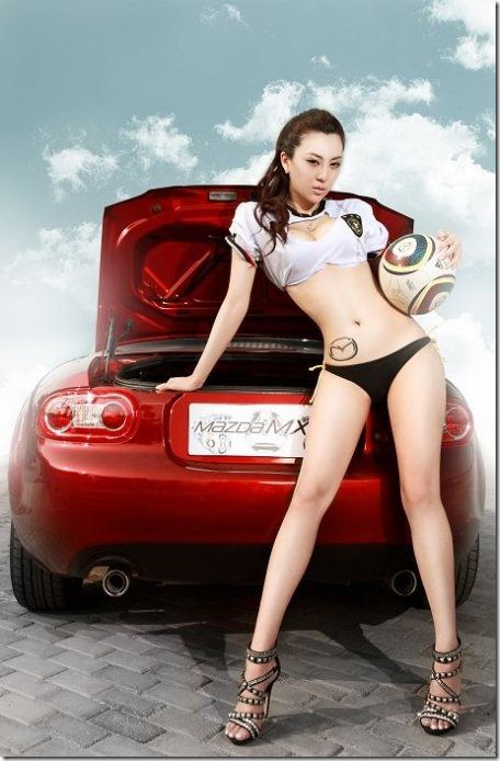 2010 Hot Car Girls X | The Mazda MX-5 sex appeal car show