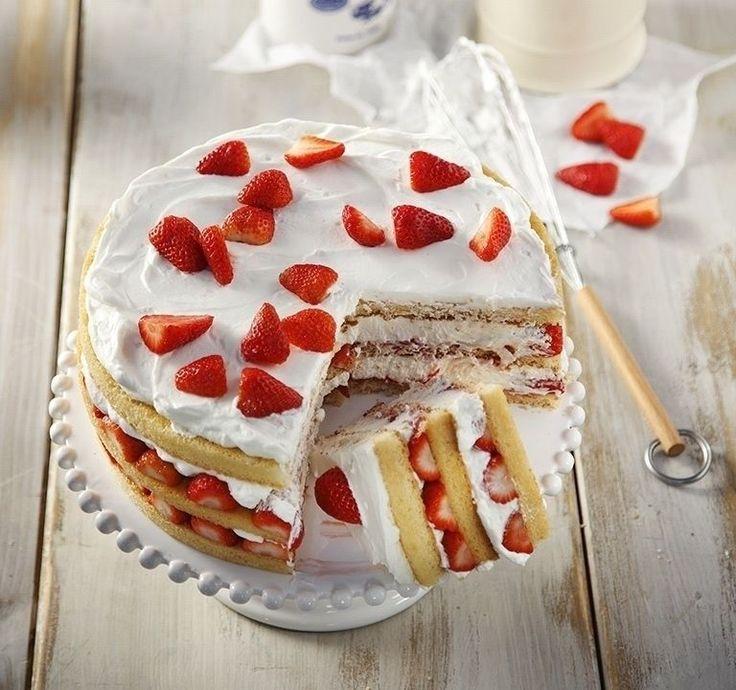 Καλοκαιρινή τούρτα με φράουλες! Ελαφριά, ζουμερή θα σας θυμίσει άνοιξη και καλοκαίρι!