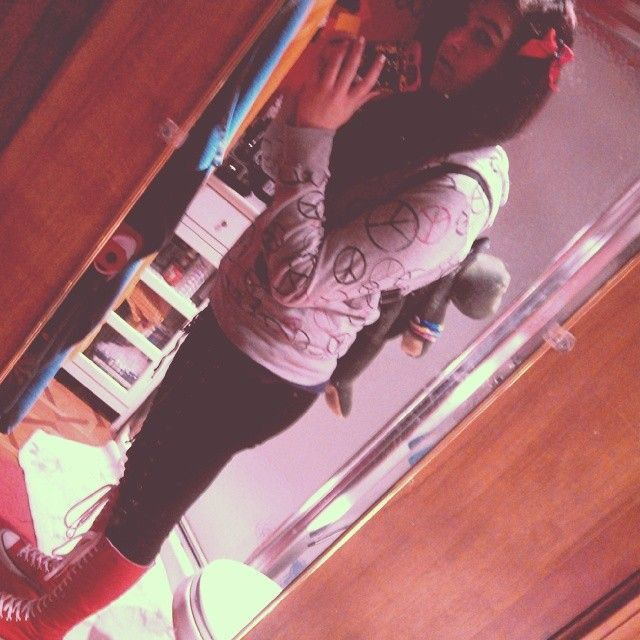 """5 Likes, 1 Comments - Alexis Smith (@gummysharks1998) on Instagram: """"Off to skool #school #cute #frogbackpack #hightops #red #hoodie #extensions #peace"""""""