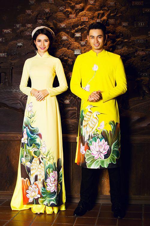 [Caption]phối màu đậm - nhạt đồng điệu trên áo dài uyên ương tạo hiệu ứng thị giác. Áo dài cưới cho tân lang có thiết kế đơn giản, dáng vạt ngắn để tiện việc di chuyển.