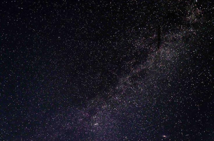 Si hay miles de millones de estrellas en la galaxia, y miles de millones de galaxias en el universo... ¿por qué el cielo nocturno es oscuro? Es una pregunta que quizá se te haya pasado alguna vez por la cabeza, y que conocemos como la Paradoja de Olbers... #astronomia #ciencia