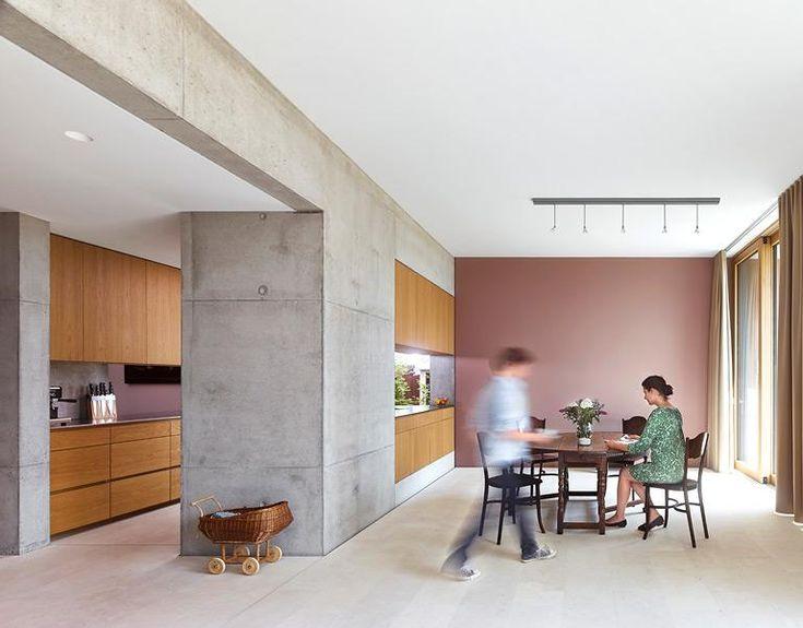 Küchen in Architektenhäusern: Küche aus Holz und Sichtbeton