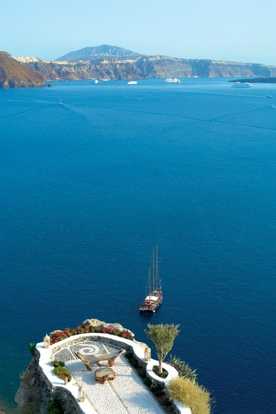 The most AMAZING balcony to enjoy dinner and a truly breathtaking view! The unique Greek island of Santorini...