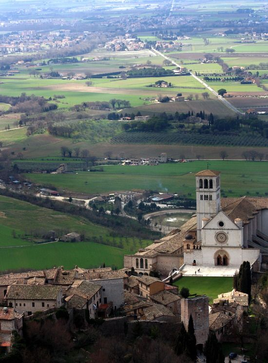 Basilica di San Francesco, Assisi, Italy. Walk in the footsteps of St. Francis! The peace of #Assisi awaits you ! #CatholicPilgimages