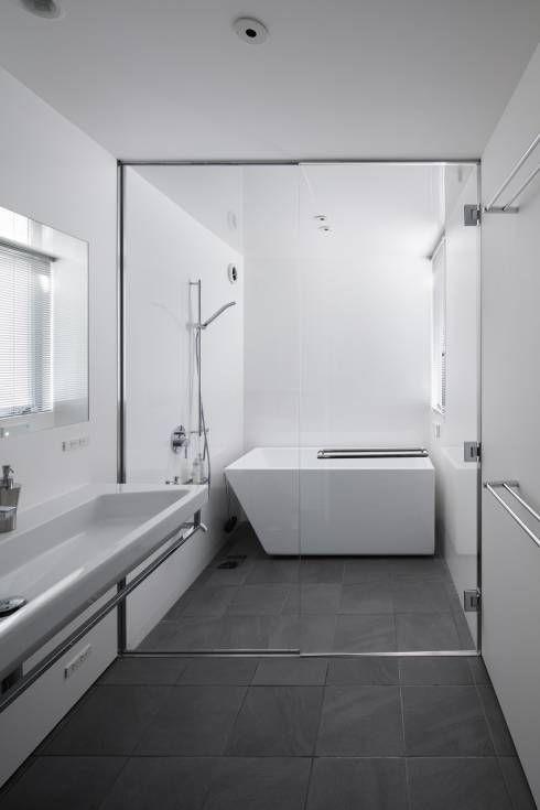 水廻り: プラスアトリエ一級建築士事務所が手掛けたtranslation missing: jp.style.洗面所-お風呂-トイレ.modern洗面所/お風呂/トイレです。
