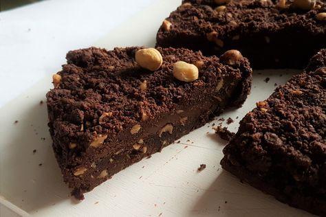 La sbriciolata al cioccolato con nutella e nocciole è una variante della classica sbrisolona mantovaca. Ecco come prepararla