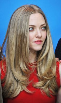 Amanda Seyfried long layered hair .. Love it