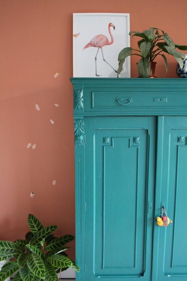 Kinderkamer! Deze flamingo verliest haar veertjes al en  is dus klaar voor warm weer........ Vormgeving:Lew interieur