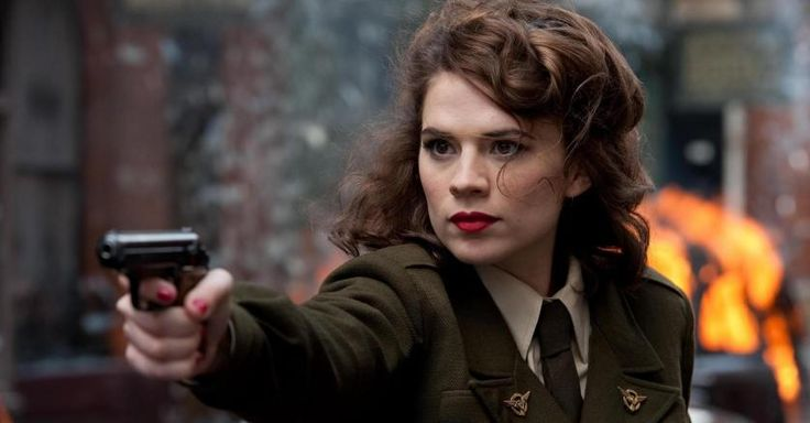 Pistol Peggy carter Red lipstick Captain america the first avenger Soldier Actress Women Weapon Uniform Movies Hayley atwell Gun