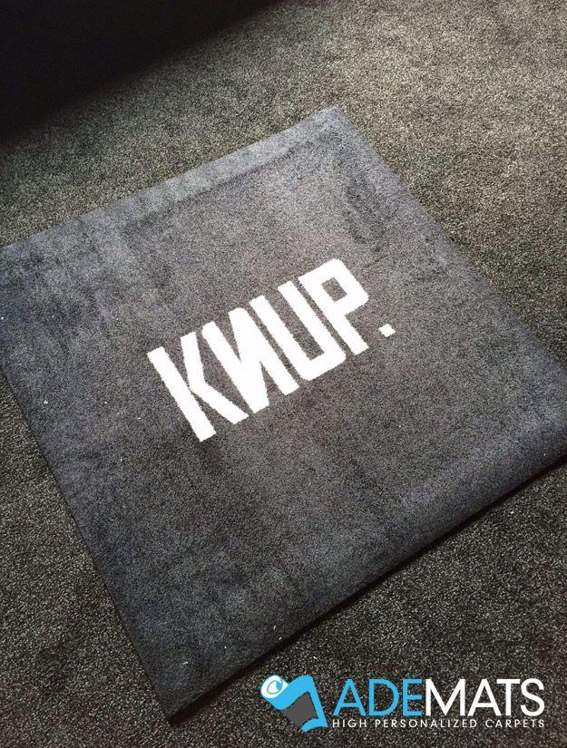 Tapis personnalis pour la boutique knup situ e waterloo belgique logo - Tapis contemporain belgique ...