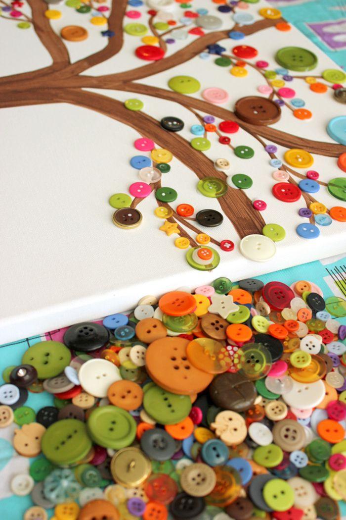Baum zeichnen, mit bunten Knöpfen verzieren und trocknen lassen, tolle DIY Idee für Kinder