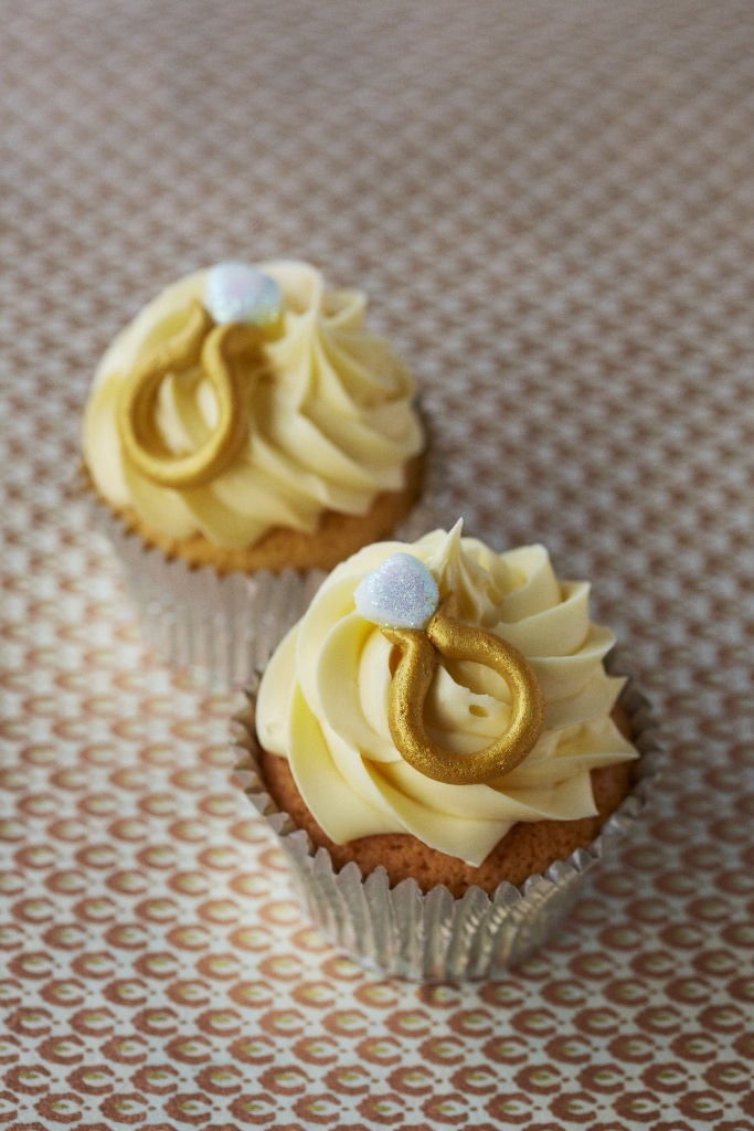 #CakeDecorating Diamond Ring #Cupcakes Great for an engagement party! #Issue44