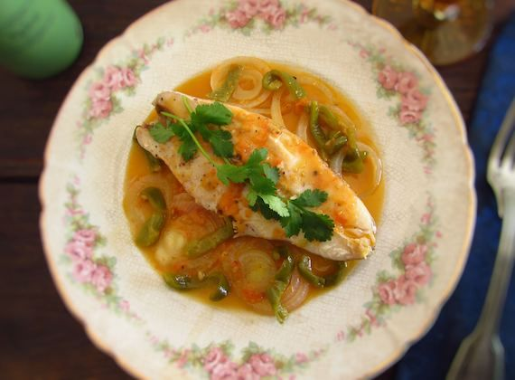 Perch with onions | Food From Portugal. Fish meals are always important for a healthy diet, try our perch recipe with onions, it's very nutritious and delicious at the same time!  http://www.foodfromportugal.com/recipe/perch-onions/