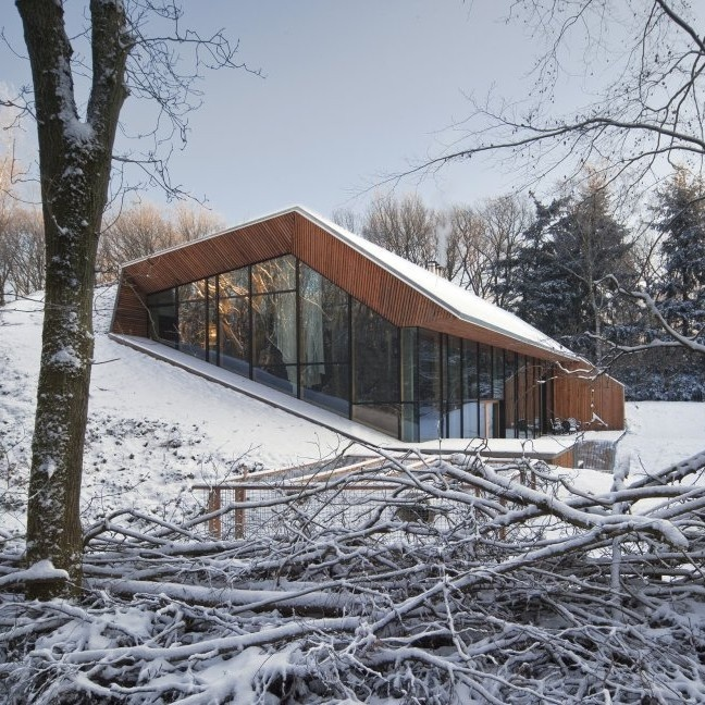 Dutch Mountain House by Denieuwegeneratie