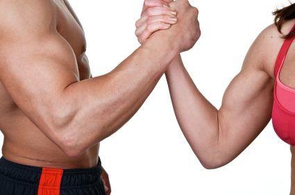 Homme ou femme, nous souhaitons tous avoir des bras musclés. Découvrez des exercices variés pour raffermir vos bras ou développer votre masse musculaire