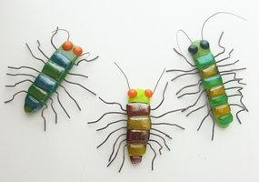 fused_glass_fridge_magnet_centipedes_by_trilobiteglassworks-d5e5fru.jpg 285×200 pixels